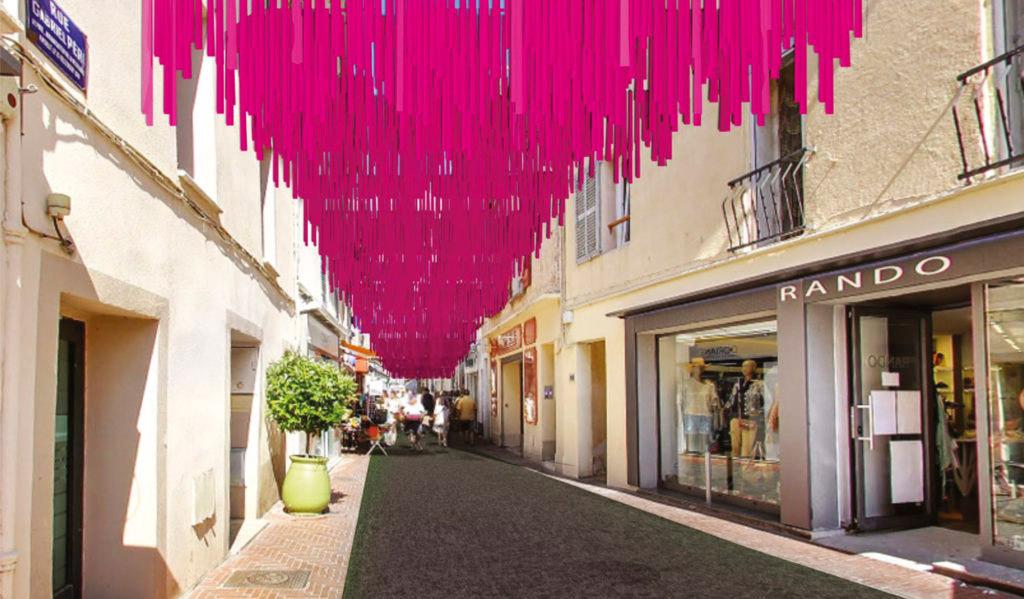 Une pluie de rubans roses